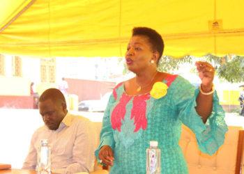 Ssabawandiisi wa NRM Justine Kasule Lumumba ku ddyo n'omumyukawe Richard Todwong