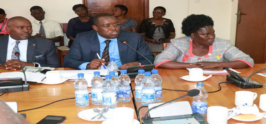 MP Niwagaba(C) presented his proposals to the committee. He was accompanied by the LOP, Hon Aol Ocan(R) and Hon Sseggona
