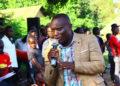 akulira abasuubuzi mu Mukono Abbas Ssozi nga ayogera eri abantu be Ntawo mu Munisipaari ye Mukono