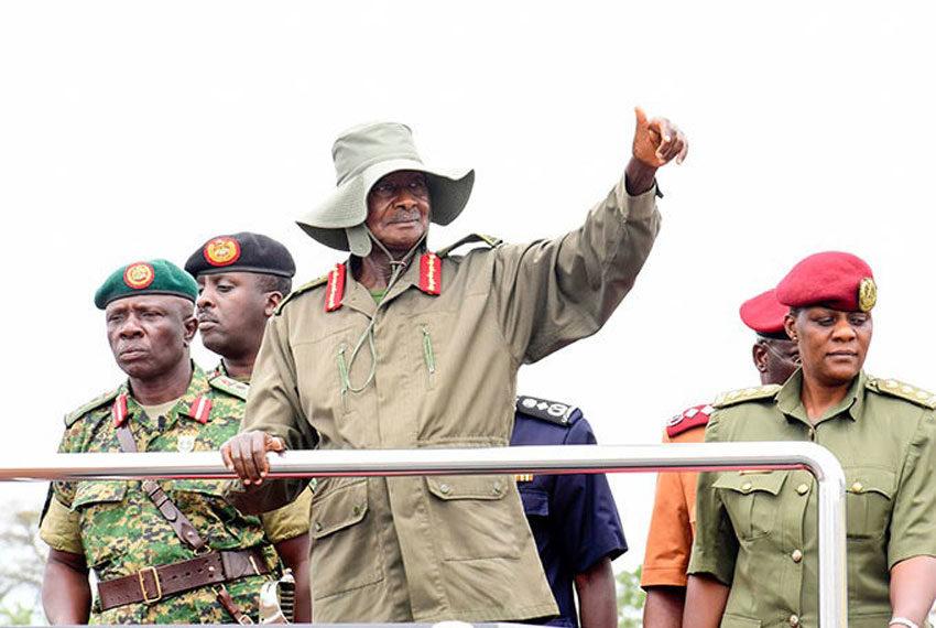 Pulezidenti Museveni nga alambula enyiriri za abaselikale mu kukuza olunaku lwa Tarehe sita e Nakaseke