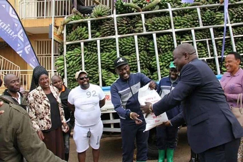 RDC we Masaka Herman Sentongo nga ayaniriza obuyambi okuva ewa Denis Muksa Mbidde Omubaka wa Palimenti ya East Africa