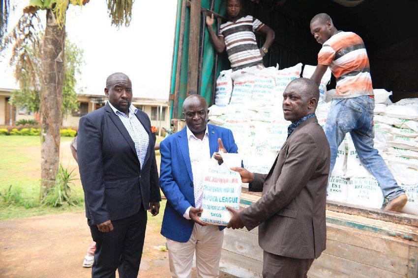 Ugandans in diaspora donate 7 tonnes of maize flour to Luwero COVID-19 Taskforce
