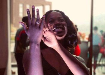 Princess Ssangalyambogo putting on her ring