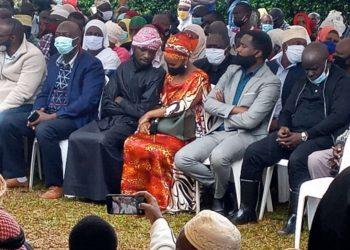 Kyagulanyi ne Mukyalawe Barbie Itungo Kyagulanyi mu kuziika Dr. Anas Kariisa e Ruhama