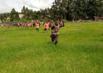 Bobi Wine supporters break into Kakyeeka stadium