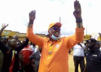 Gen. Henry Tumukunde bwe yabadde amaliriza kakuyege mu bitundu bya Ankole
