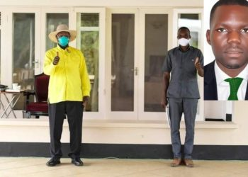 Godwin Kasigwa ku ddyo ne mu katono nga asisinkanye Pulezidenti Museveni