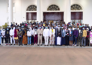 President Yoweri Kaguta Museveni together with the First Lady Janet Musevenei at the ceremony of the Disgruntled Youth Program organised by the Inter Religious Council of Uganda and the   Launch of the First Demostration Farm located in Buikwe. They posed for a group photograph after the ceremony at State House in Entebbe in 30th March 2021.