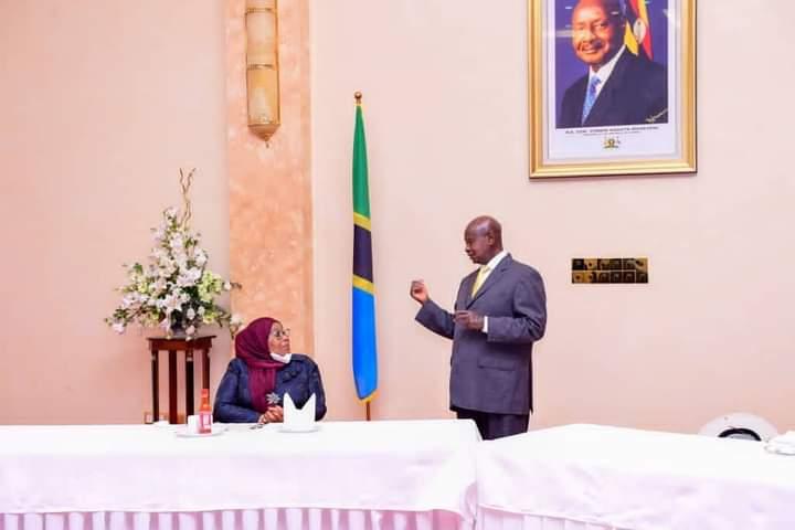 President Museveni with his Tanzanian counterpart Saluhu Hassan