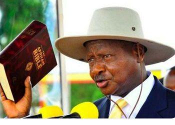 Pulezidenti Yoweri Kaguta Museveni lwe yalayira e Kololo emyaka 5 emabega
