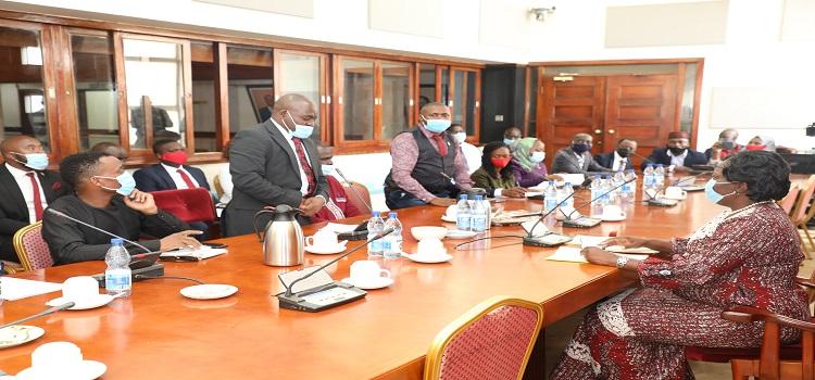 Kadaga(R) meeting the KCCA councillors