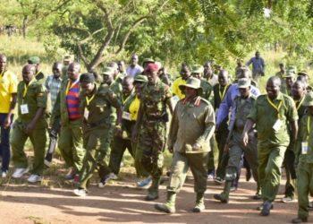 Museveni bwe yali atambulako n'ababaka nga emu ku nkola ye eyabulijjo nga anatera okuggalawo olusirika