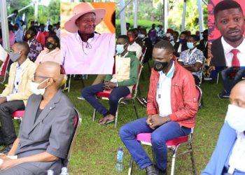 Ekibinja kyabagambibwa okuba abakwanaganya be mirimu gye kibiina kya NUP mu Ggwanga abasisinkanye Pulezidenti Museveni mu katono, ate ku ddyo ye Hon. Robert Kyagulanyi eyabegaanye