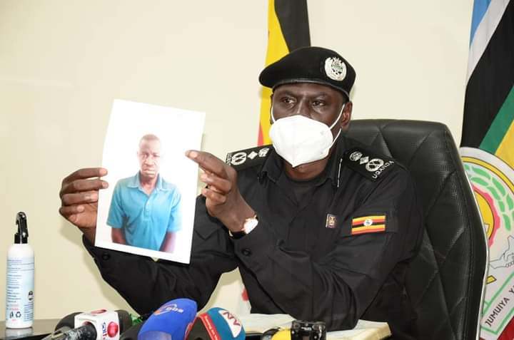 Gen Lokech showing the face of one of the suspects to the media