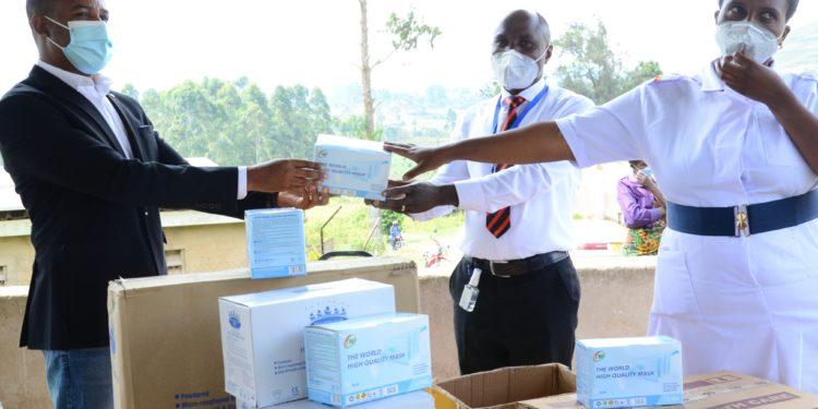 Moses Kamuntu Mwongyera donates medical equipment