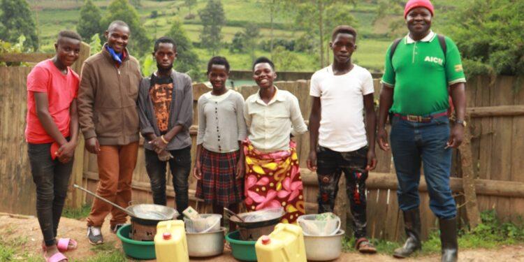 Batwa receive start up capital
